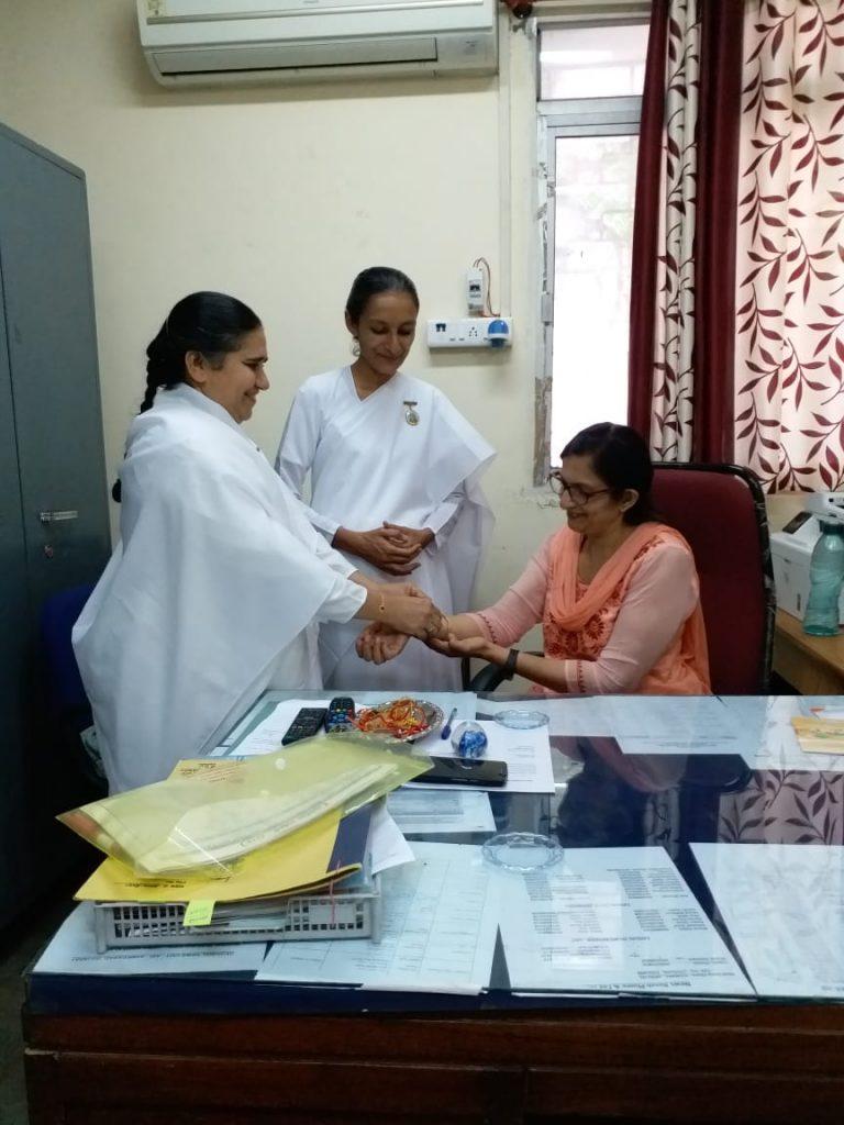 Sukh shanti bhawan Ahmedabad  tying rakhi to All India Radio Aakashwani Kendra Ahmedabad Mrs. Sarita Dala