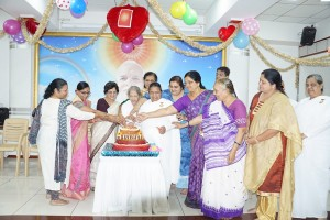 Sarladidi and all Womens cutting the cake