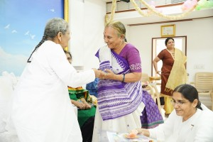 Sarladidi giving godly gift to Writer Veenaben Sheth